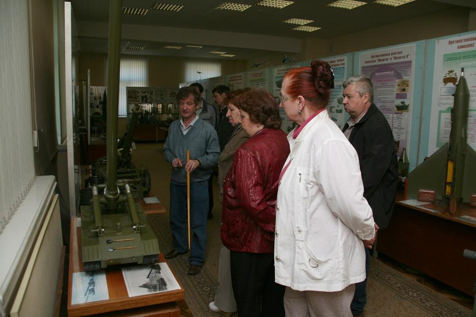 На экскурсии в музее кбм ракета трк